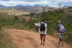 Sur la piste du Tsaranoro, Étape 1 - Sendrisoa à Ambalamanandray, Vallée de Namoly, Madagascar 14