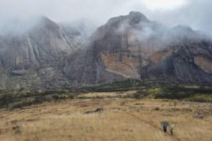 Sur la piste du Tsaranoro, Étape 2 - Vallée de Namoly au pied du pic Imarivolanitra, Madagascar 29