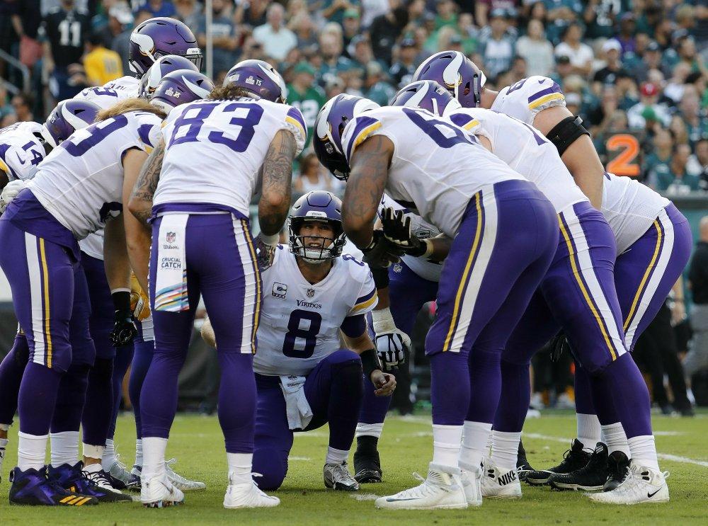 Vikings-Kirk-Cousins-huddle-AP