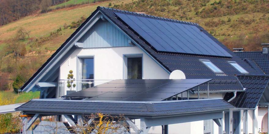 Installation de panneau solaire sur un toit