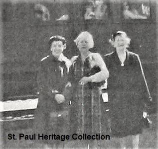 03-30-59 Elizabeth Greear, Anna Barbee, Lora Hillman