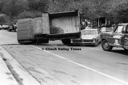 Nov. 1970 (19) wreck at Hicks store on Riverside Drive