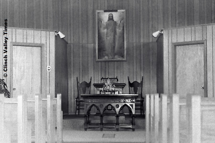 NimoFilm_1575 Brick Baptist Church altar