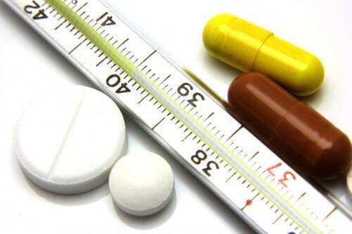 Je nutné vědět předem, jak bude teploměr vypadat a doma uměle zvedne čísla na něm. Po přijetí kliniky umístit teploměr místo lékařského produktu.