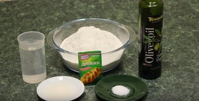 Рецепт пиццы в духовке в домашних условиях с колбасой и сыром