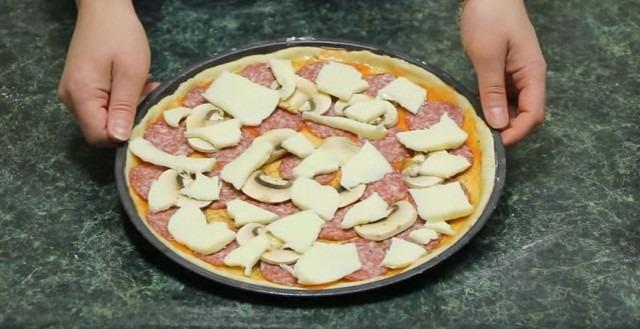طريقة عمل بيتزا منفوشة في الفرن