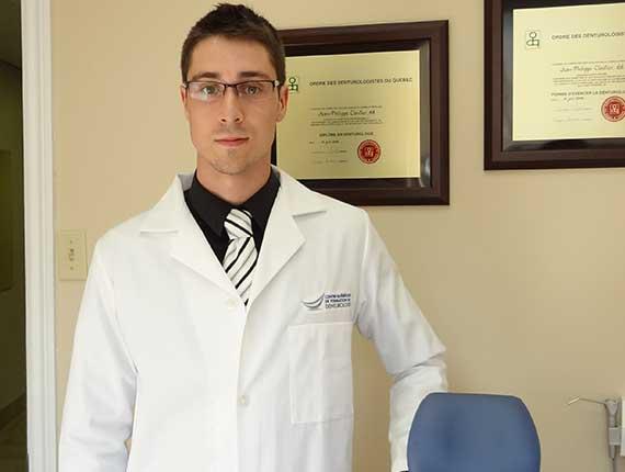 Clinique Cloutier denturologiste Montréal | Application et enlèvement de l'adhésif dentaire