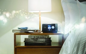 https___www.resmedialibrary.com_library_wp-content_uploads_2014_11_AirSense-10-AutoSet-with-AirFit-P10-Nightstand-Scene_web