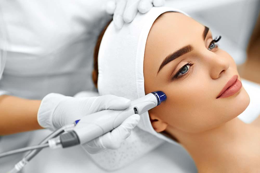 Traitement Visage avec hydrafacial, Microdermabrasion Peeling, Facial