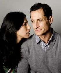 Huma Abedin and husband Anthony Weiner (Credit: Elinor Carucci / Vanity Fair)