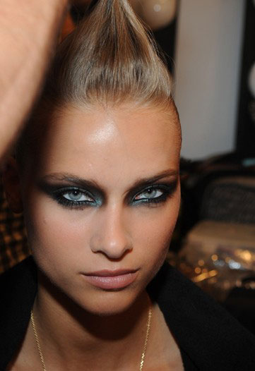 rock-n-roll-hair-at-Monique-Lhuillier-Spring-2010-backstage