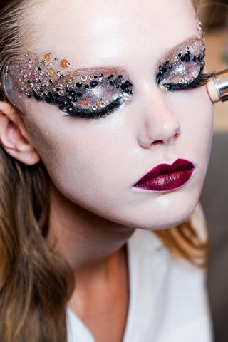 runway_inspired_halloween_makeup_ideas_2