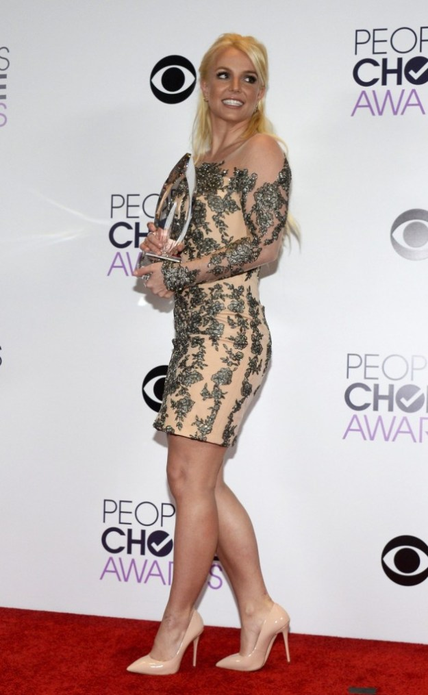 437497-britney-spears-holds-her-award-at-the-2014-peoples-choice-awards-in-lo
