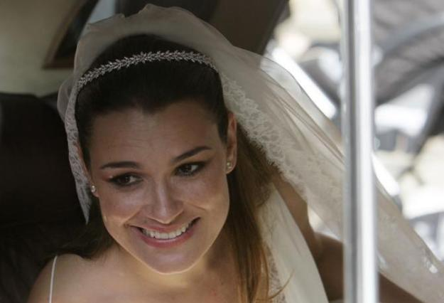 Czech model Alena Seredova smiles from a car window during her wedding to Italy's national soccer team goalkeeper Buffon in Prague