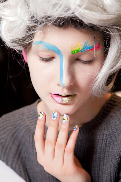 2012-winter-Meadham-Kirchhoff-backstage-beauty