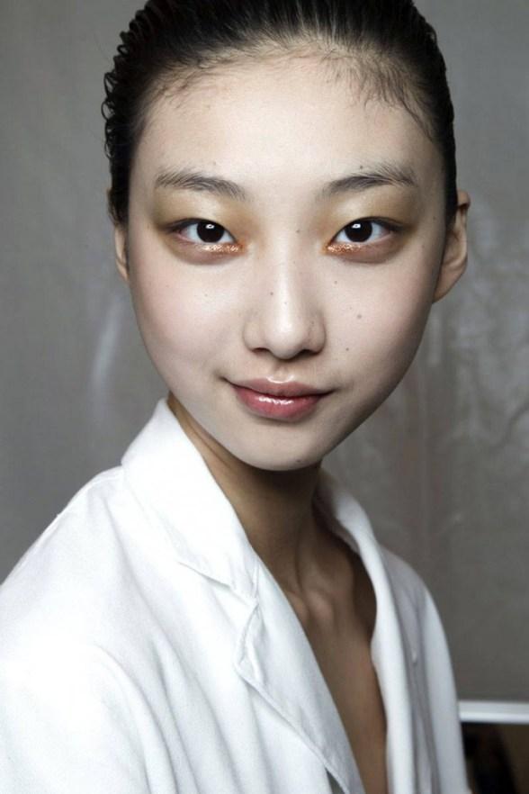 hbz-makeup-trends-fw2014-metallic-touches-06-Miyake-bks-M-RF14-1209-lg
