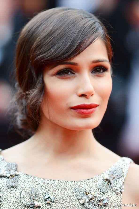 12535-actress-freida-pinto-wore-a-romantic-592x0-1