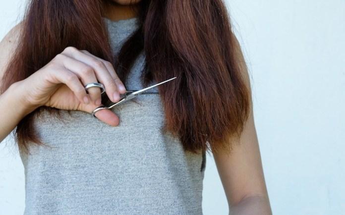 cliomakeup-tagliarsi-capelli-da-sola-1-copertina