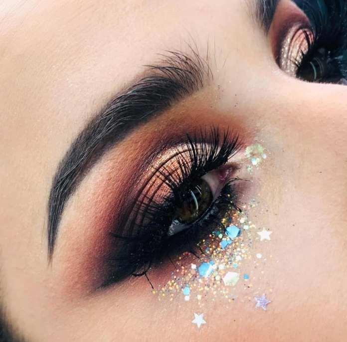 cliomakeup-ricreare-makeup-coachella-3-glitter-palpebra-inferiore