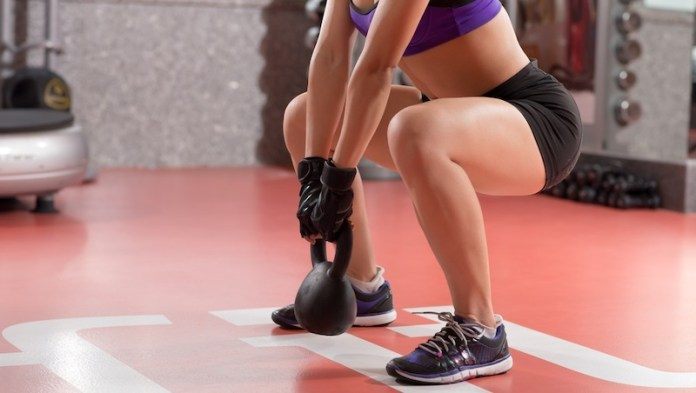 cliomakeup-gambe-perfette-6-squat-kettlebell