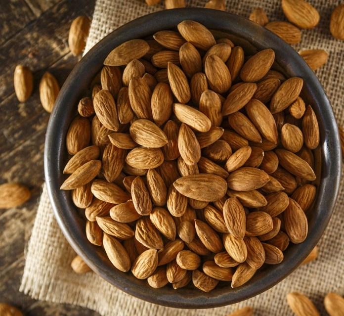 cliomakeup-psoriasi-dieta-alimenti-13-mandorle