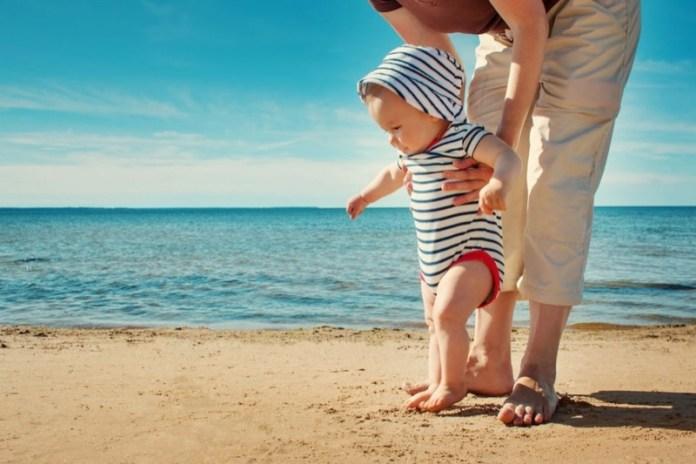 cliomakeup-creme-solari-bambini-neonati-bimbo-spiaggia-14