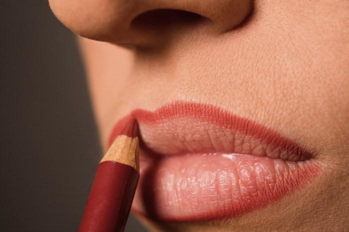 cliomakeup-errori-trucco-16-matita-labbra