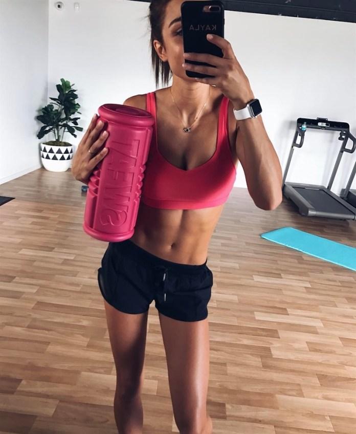 cliomakeup-esercizi-cellulite-6-foam-roller