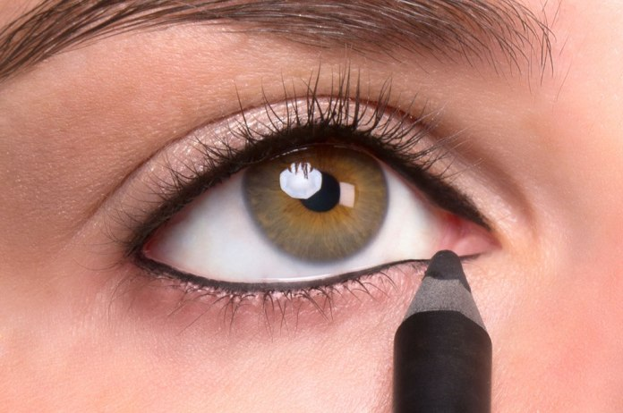 ciglia più lunghe e folte: il tightliner crea l'effetto ottico delle ciglia più folte