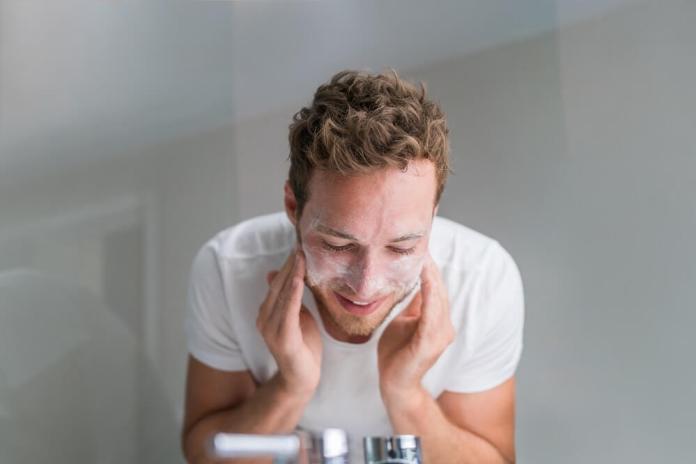 Cliomakeup-pulizia-viso-uomo-1-detersione