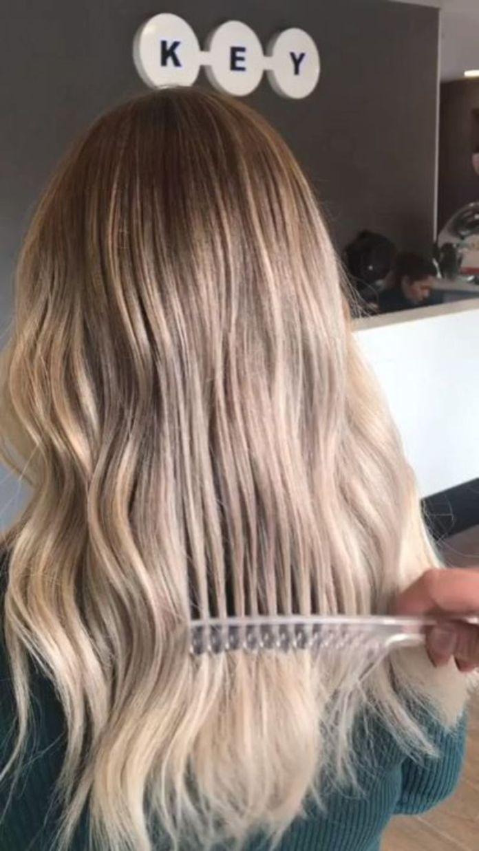cliomakeup-come-rallentare-crescita-capelli-3-pettinare