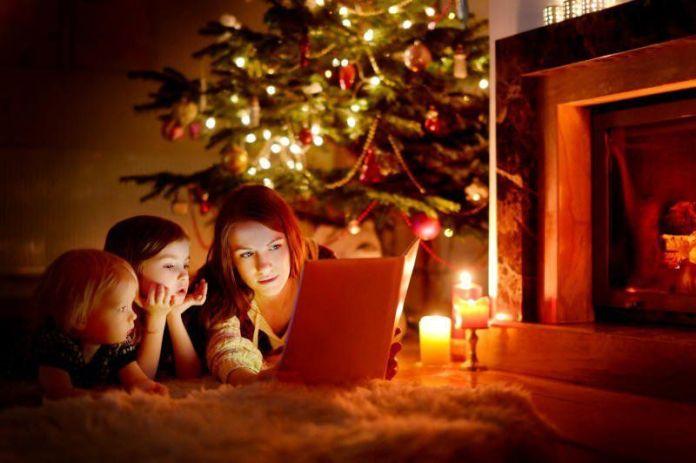 Ponte immacolata bambini: leggere storie di natale sotto l'albero