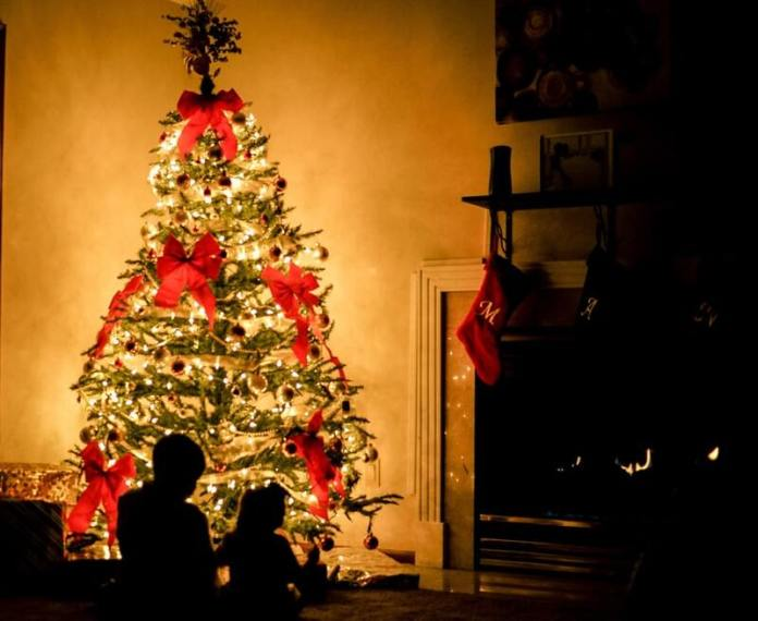 Un must del ponte dell'immacolata con i bambini è fare l'albero tutti insieme