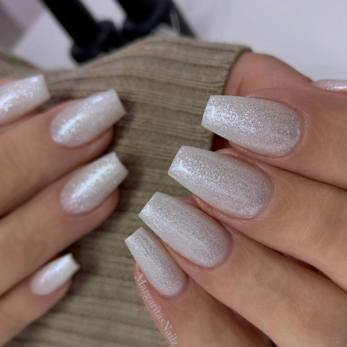 Cliomakeup-unghie-white-winter-nails-7-toatl-glitter