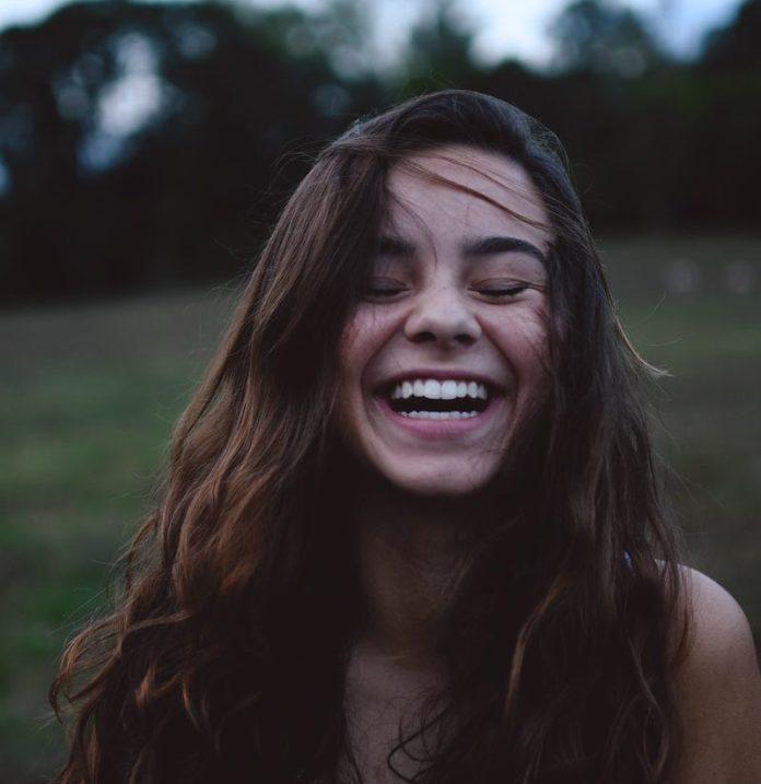 cliomakeup-migliori-creme-contorno-labbra-teamclio-sorriso