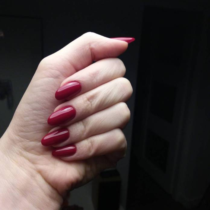 Cliomakeup-unghie-rosso-cherry-pie-11-klaudiazajaczkowska