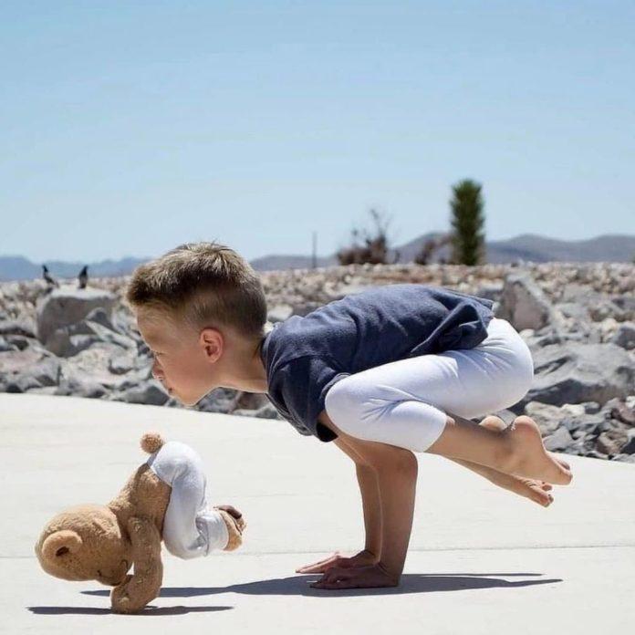 yoga per bambini: 5+1 esercizi facili da fare insieme