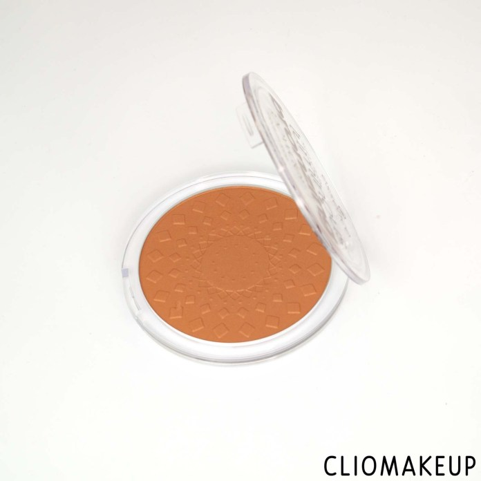 cliomakeup-recensione-bronzer-essence-sun-club-luminous-bronzing-powder-5