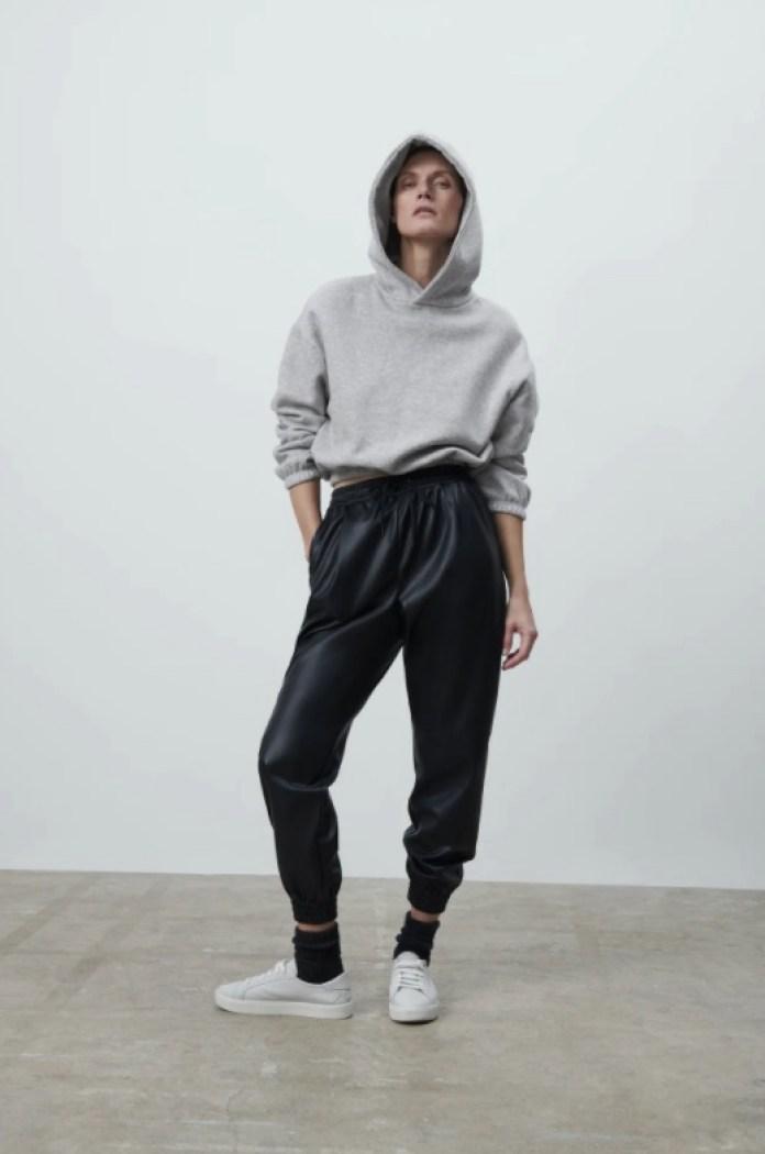 Cliomakeup-pantaloni-jogger-inverno-2021-16-zara-effetto-pelle