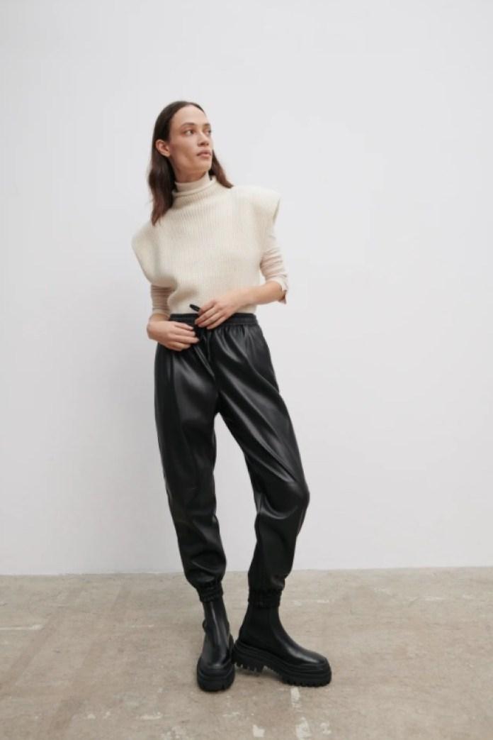 Cliomakeup-pantaloni-jogger-inverno-2021-18-zara-effetto-pelle