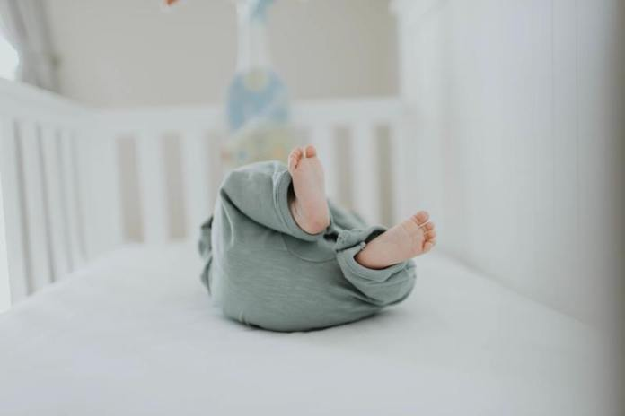cliomakeup-culla-cosleeping-bambino-sdraiato