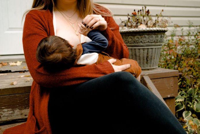 Cliomakeup-allattamento-al-seno-2-allattare