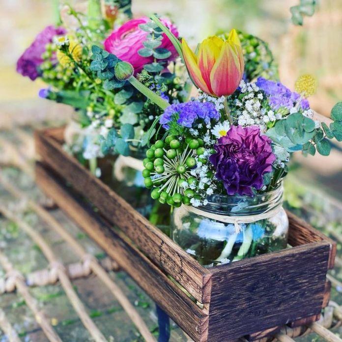 cliomakeup-arredare-balcone-cesti-vimini-cassette-frutta-fiori-vasetti