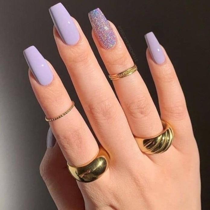 cliomakeup-colori-unghie-primavera-estate-2021-lilla-accent-nail