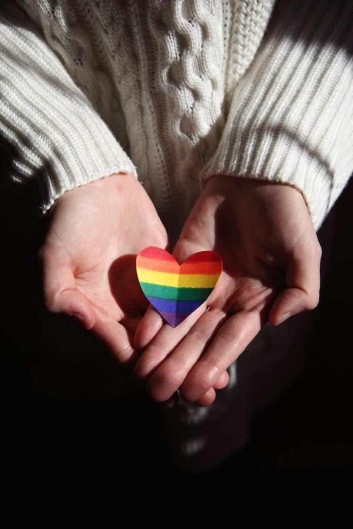 cliomakeup-pansessualita-arcobaleno-mani