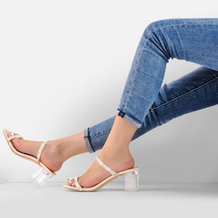 cliomakeup-clear-sandals-estate-2021-jeans