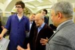 Дмитрий Зимин, основатель Билайн, осматривает модернизированный станок