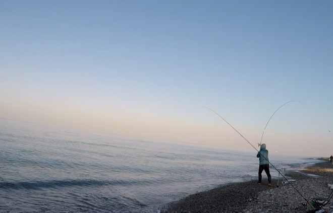 lancio con pasturatore feeder in mare