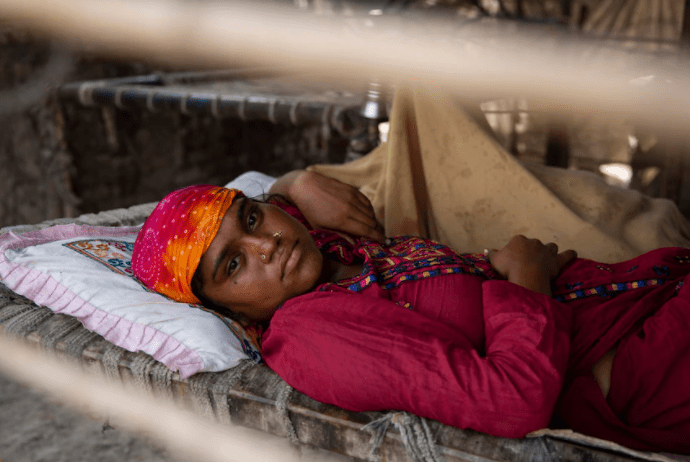 Shama Ajay resides in an informal settlement without water and electricity in Jacobabad's unrelenting heat CREDIT: Saiyna Bashir