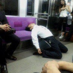 電車内で見かけた突き抜けたよっぱらい達の画像まとめ